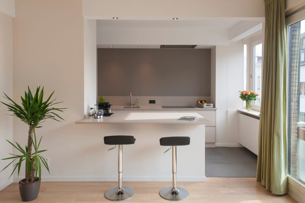 Nieuwe open keuken met composiet werkblad te Antwerpen