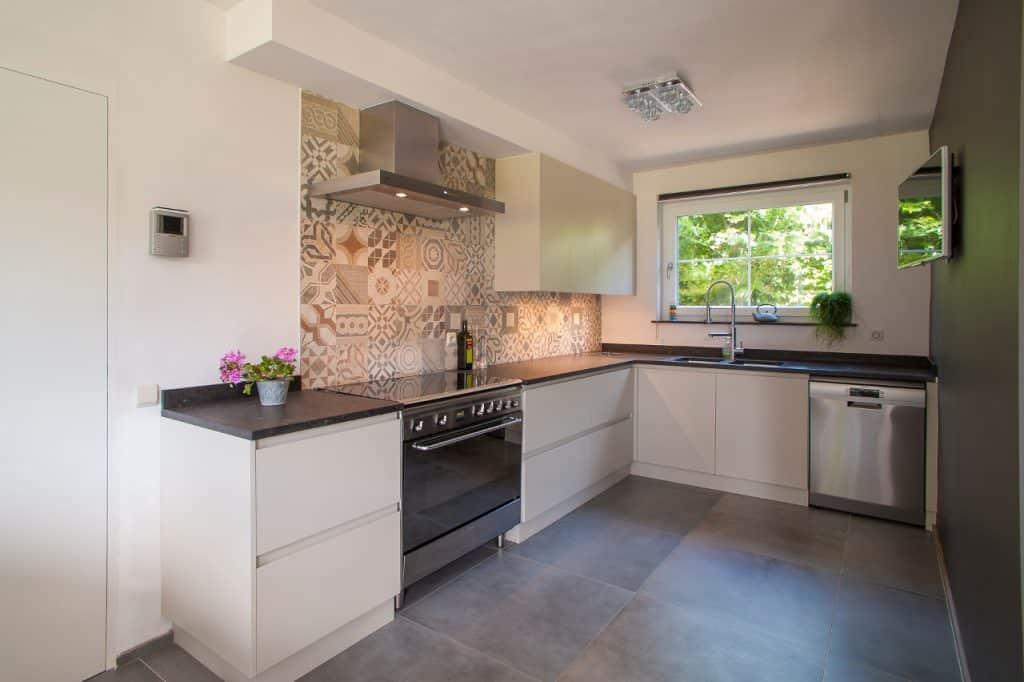 Nieuwe keuken met behoud van bestaand werkblad uit blauwe steen