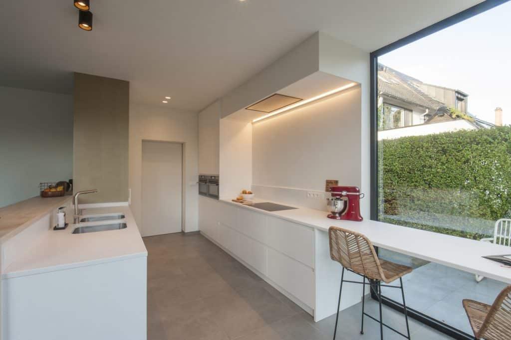 Nieuwe keuken: poederlak deuren - composiet werkblad