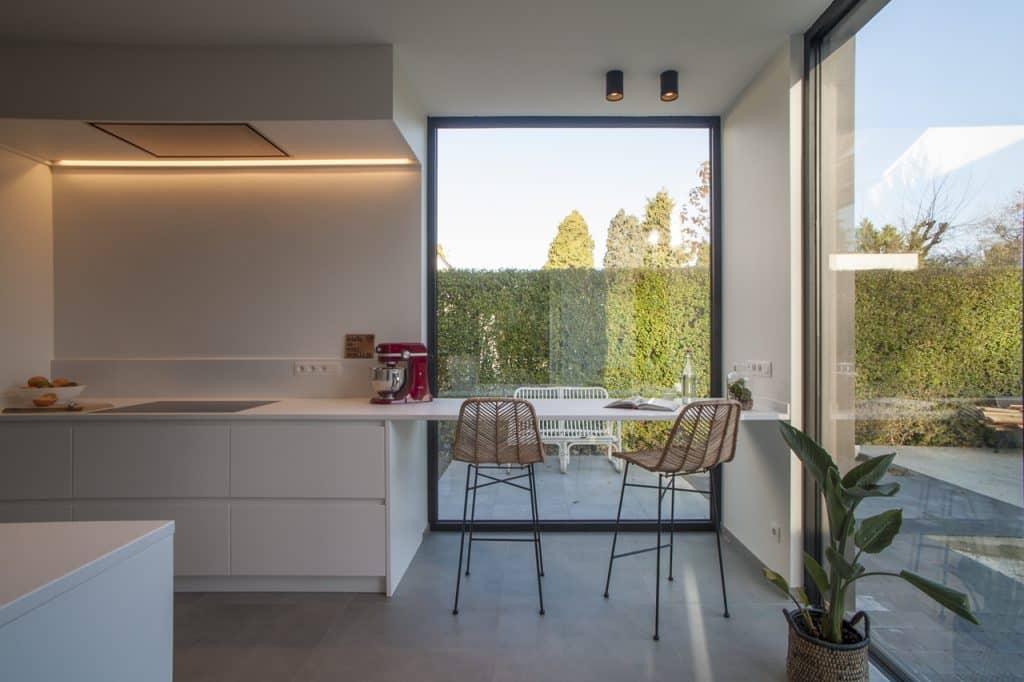 Nieuwe keuken met composiet werkblad te Hove