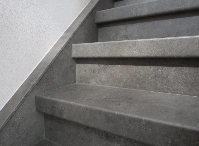 traprenovatie te Reet - beton-look